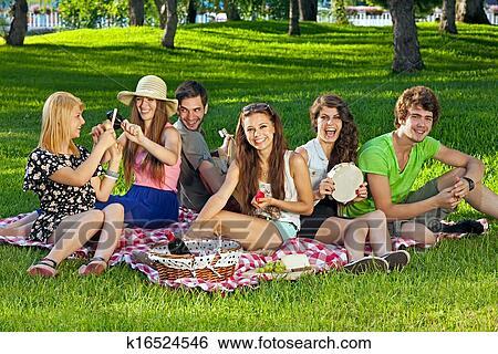 Фото студенты в лесу 8113 фотография