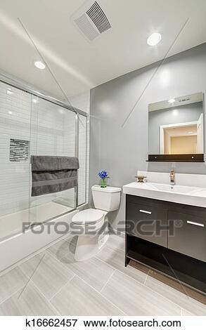 bild badezimmer toilette in luxus haus k16662457 suche stockfotografie fotos drucke. Black Bedroom Furniture Sets. Home Design Ideas