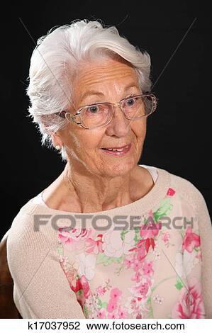 фото волосатая бабушка
