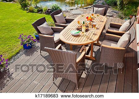 banque de photo luxe rotin meubles jardin k17189683 recherchez des images des. Black Bedroom Furniture Sets. Home Design Ideas