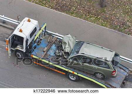 banque d 39 images voiture apr s accident route shipped d panneuse k17222946 recherchez. Black Bedroom Furniture Sets. Home Design Ideas