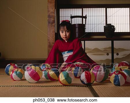 Immagini giapponese ragazza in chimono tappezzi for Pavimento giapponese