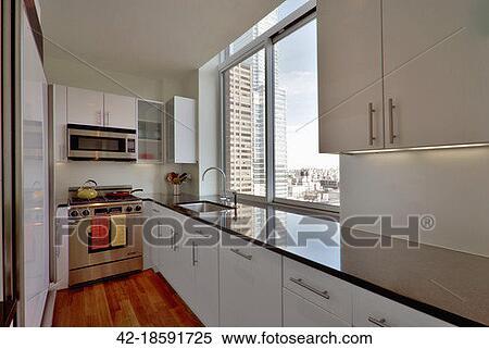 Archivio Immagini - contemporaneo, cucina, con, grande, finestra, sopra, lavandino 42-18591725 ...