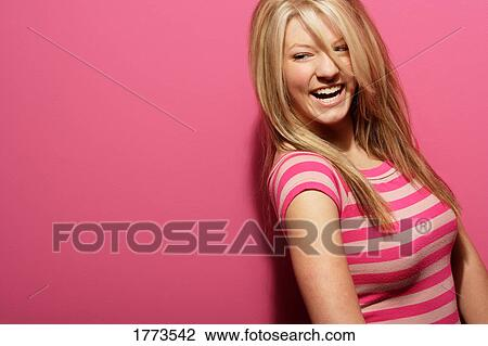 stock foto h bsch jugendlich blond m dchen 1773542 suche stockfotografie fotodrucke. Black Bedroom Furniture Sets. Home Design Ideas