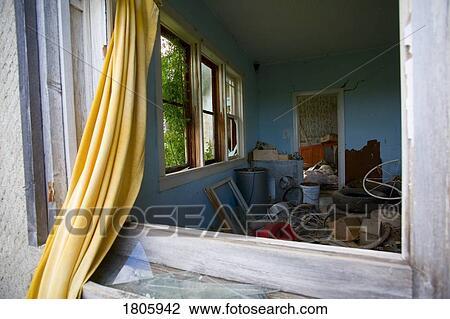 banque de photo abandonn s maison 1805942 recherchez des images des photographies et des. Black Bedroom Furniture Sets. Home Design Ideas