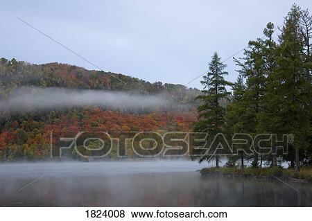 Pictures of lac superior mont tremblant quebec canada for Lac miroir mont tremblant