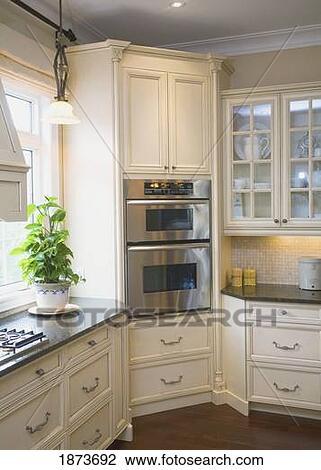 Colecci n de foto un built in horno en el esquina - Cocinas en esquina ...