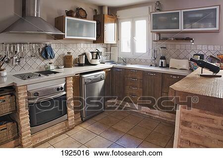 Stock Afbeeldingen - een, keuken, met, tegel, floor;, tarifa ...