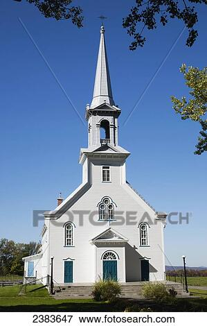 Picture of White church with steeple; Kingscroft, Quebec ...