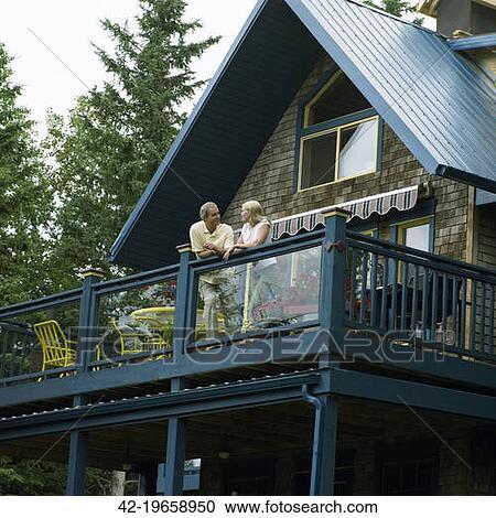 Веранда с балконом на даче своими руками.