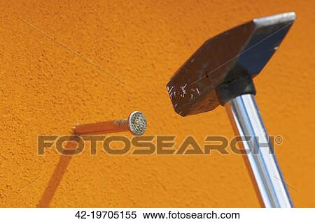 stock bild mauerwerk hammer schlagen a nagel in. Black Bedroom Furniture Sets. Home Design Ideas