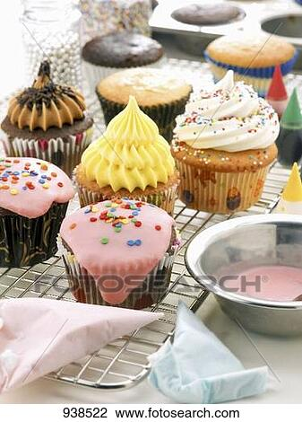 Pop culture worlds collide on 2 broke girls this week,as max and caroline landed themselves an audition for cupcake