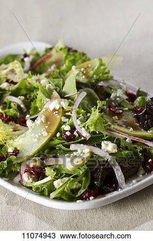 Banque de photo salade verte m lang e oignon rouge feta fromage et coup poires - Salade verte calorie ...