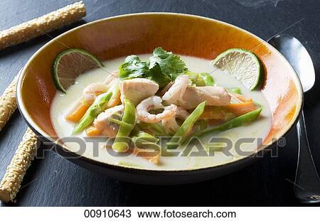 stock foto kokosnuss suppe mit lachs und garnelen thailand 00910643 suche stock. Black Bedroom Furniture Sets. Home Design Ideas