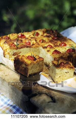 Geräuchert scamorza käse und kirschtomate brot laib großes