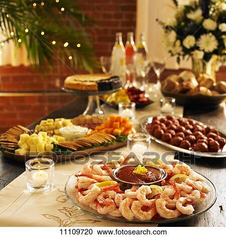 Archivio fotografico cocktail di gamberetti piatto da - Piatto da portata ...