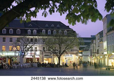 images groupe gens march allum cr puscule rue johanner markt saarbr cken. Black Bedroom Furniture Sets. Home Design Ideas