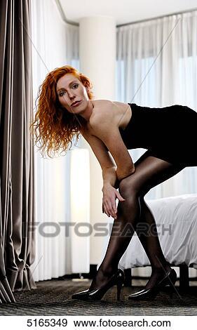 Banque de photographies redheaded femme dans robe for Collant mural francais