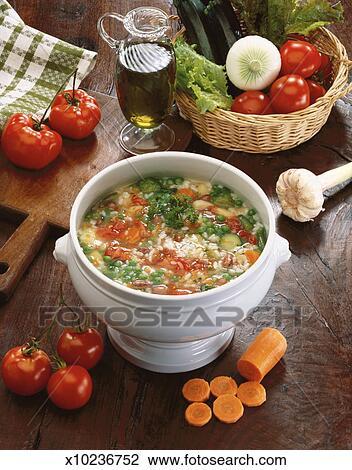 Stock foto de hoge mening van de hoek van een pot van soep kept op een toonbank met - Hoek maaltijd ...