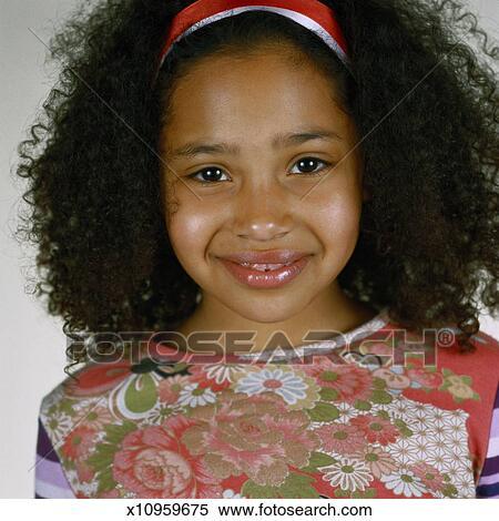 banque d 39 image portrait de a jeune fille x10959675. Black Bedroom Furniture Sets. Home Design Ideas