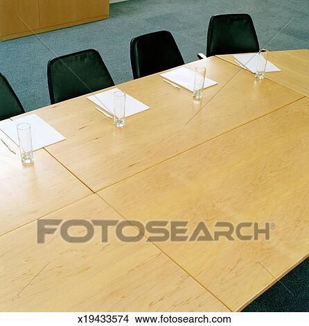 Stock foto conferentie kamer tafel set met papier for Tafel papier