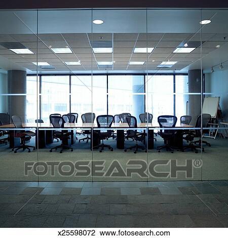banque de photo vide salle conf rence vue par fenetres x25598072 recherchez des images. Black Bedroom Furniture Sets. Home Design Ideas