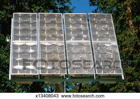 banque de photo maison panneaux solaires x13408043 recherchez des images des photographies. Black Bedroom Furniture Sets. Home Design Ideas