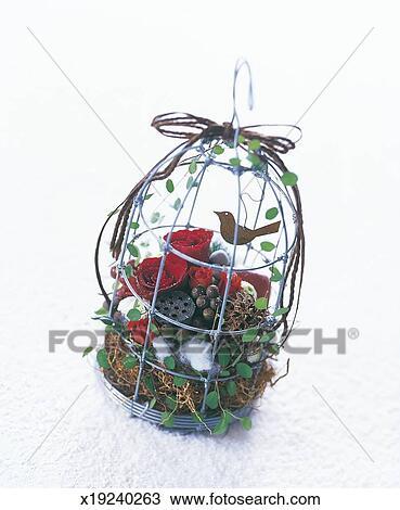 banque de photo arrangement de fleurs dans cage oiseau x19240263 recherchez des images. Black Bedroom Furniture Sets. Home Design Ideas