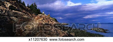 免版税(rf)类图片 - 猫头鹰` s, 头, 灯塔, 在上, 岩石的海岸