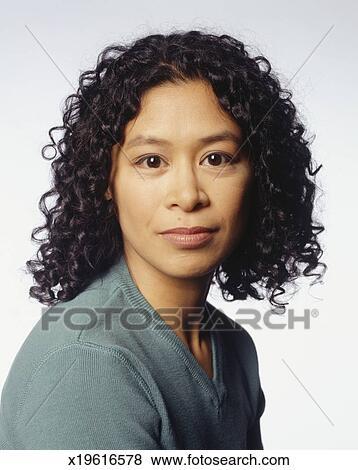 Immagini donna con capelli ricci proposta in studio for Cerca per foto