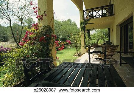 Beeld tuinmeubelen op terras murcia spanje x26028087 zoek stock fotografie foto 39 s - Beeldterras ...