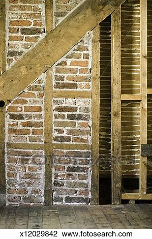 Banque de photo mur brique et bois rayons salle - Mur en brique interieur ...