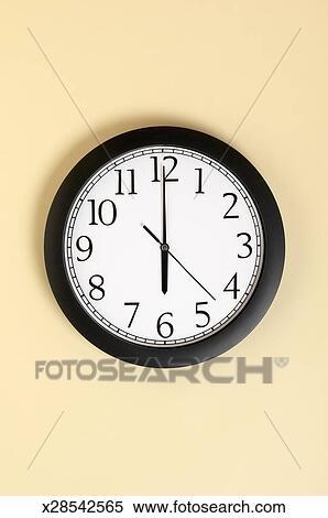 图片银行 - 在墙壁上的钟, 显示, 六点钟, 特写镜头图片