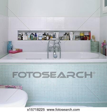 stock bild badezimmer innere ausstellung gekachelt bad und dusche x15718225 suche. Black Bedroom Furniture Sets. Home Design Ideas