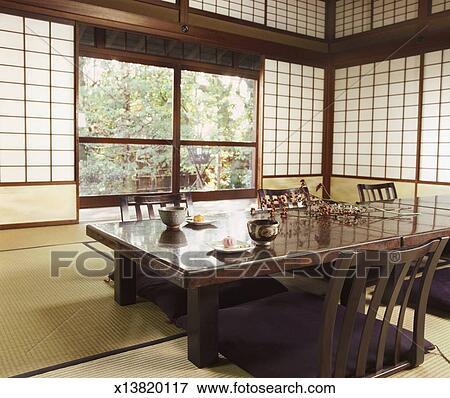 bild japanische zimmer witz tisch st hle tatami matte und shohoji t ren x13820117. Black Bedroom Furniture Sets. Home Design Ideas