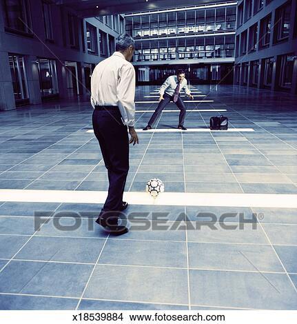 Banque de photo deux rival hommes affaires jeu - Serviette de bureau pour homme ...