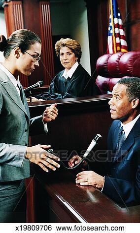 Banco de Imagem - advogado, escutar, para, um, testemunha, em, um, corte judicial. Fotosearch - Busca de Fotografias, Fotografia Poster, Imagens e Fotos Clip Art