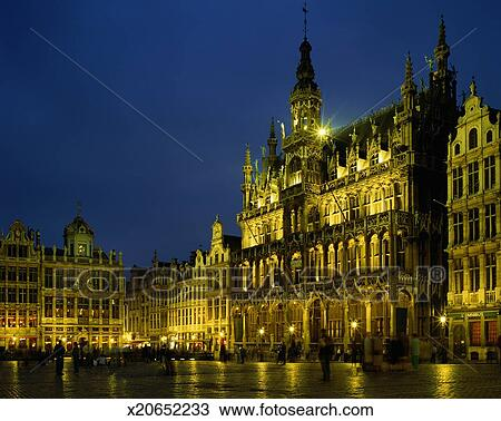 stock photo of belgium brussels grand place maison du roi illuminated at night x20652233. Black Bedroom Furniture Sets. Home Design Ideas