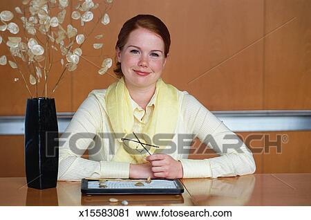 Banques de photographies femme affaires dans bureau for Jardin zen bureau