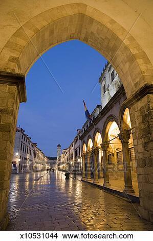 Stock foto dubrovnik sponza paleis plein van de loggia stradun aanzicht van straat - Loggia verlicht ...