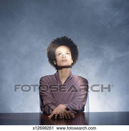 tjilpen vrouw gezicht zitten