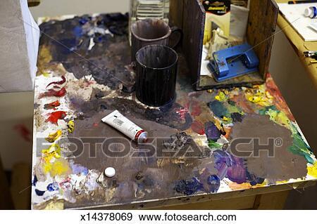 Banque de photographies peindre palette gros plan x14378069 recherchez des photos des for Peindre palette