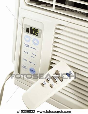 Banque de photo a fen tre climatiseur t l commande for Climatiseur fenetre vertical