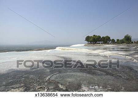 Stock foto terrassen van kalksteen pamukkale turkije x13638654 zoek foto 39 s fresco - Afbeeldingen van terrassen verwachten ...
