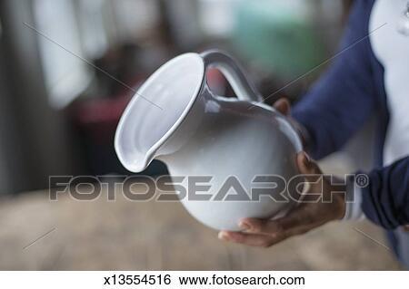 Archivio di immagini uno holding donna uno bianco for Mobilia in inglese