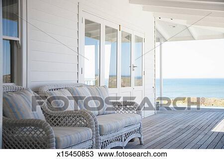 archivio fotografico ponte presiede su veranda di