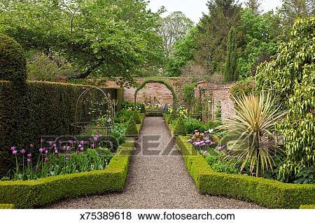 Images classique jardin anglais wollerton vieux for Conception jardin anglais