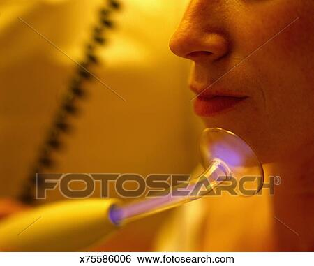 Ultraviolet facial home treatment