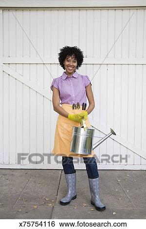创意设计图片在线 - 妇女握住, 喷壶 x75754116 - ,,.图片