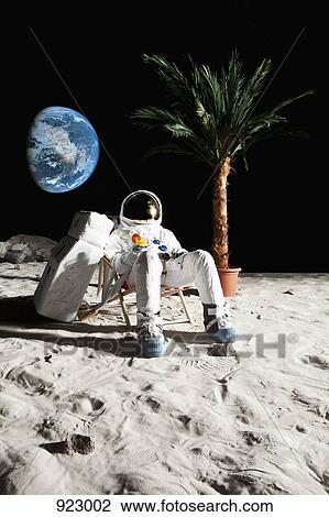 astronaut drinking miller lite beer on the moon - photo #18